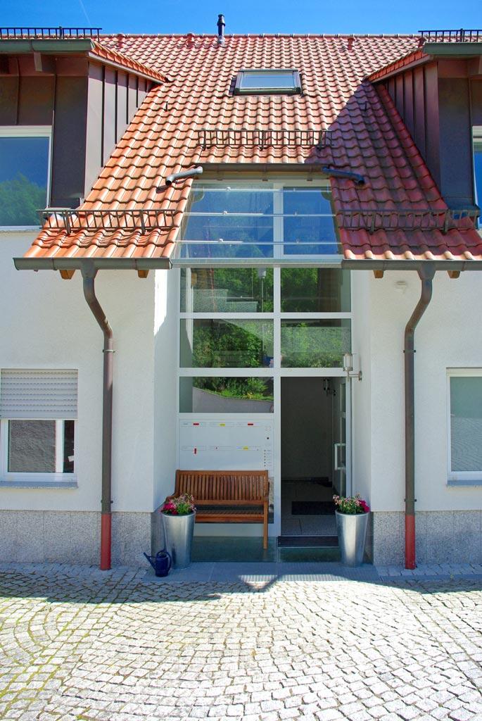 Eingang Sechsfamilienhaus